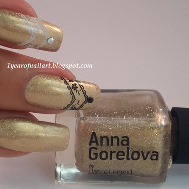 Maybelline Winner takes it all! and Dance Legend Anna Gorelova 03 Gold Fish Swatch by Margriet Sijperda