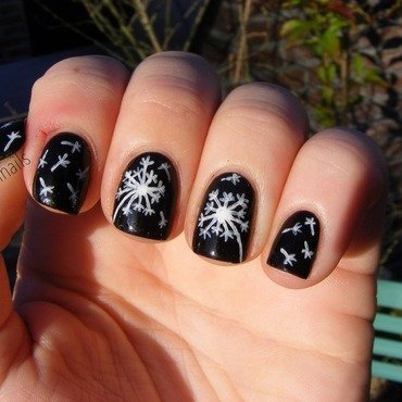 Dandelions  nail art by Yoshiinails