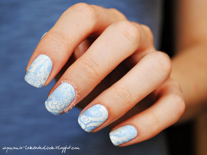 Delicate blue flowers nail art by Olaa