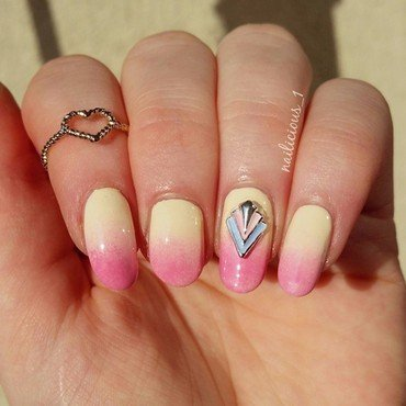 gradient nail art by nailicious_1