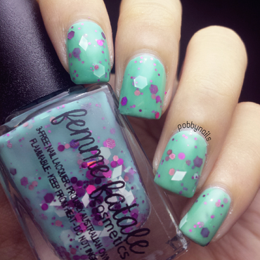 Vidanail Emerald Green and Femme Fatale Winter Hyacinth Swatch by Priscilla  Lim