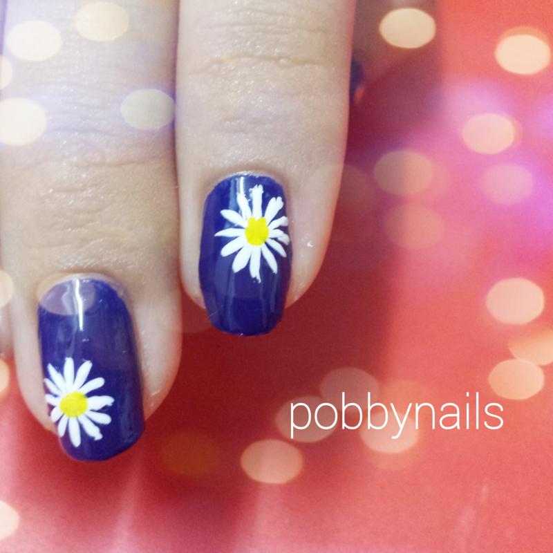 Daisy :) nail art by Priscilla  Lim
