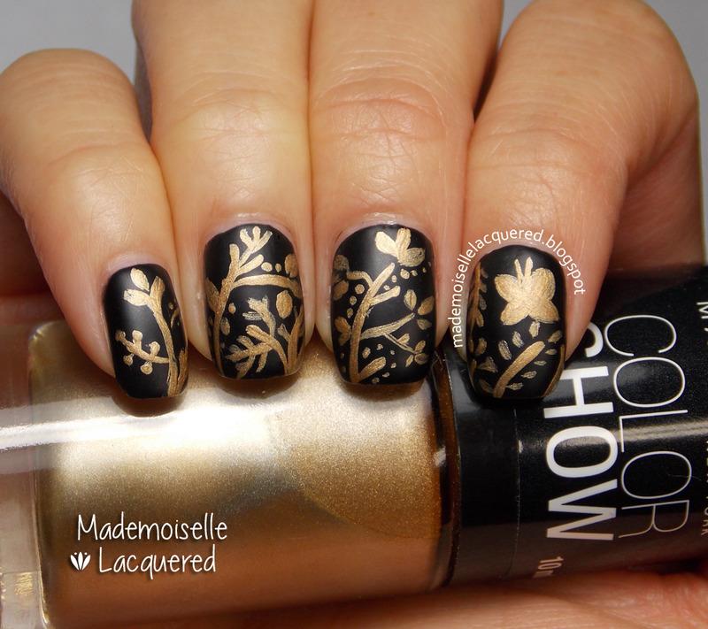 Golden Pattern nail art by Emilia