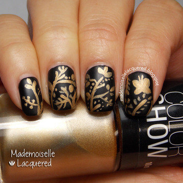 Golden Pattern nail art by Emilia