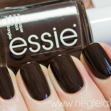 Essie Partner In Crime Swatch by Ida Malene