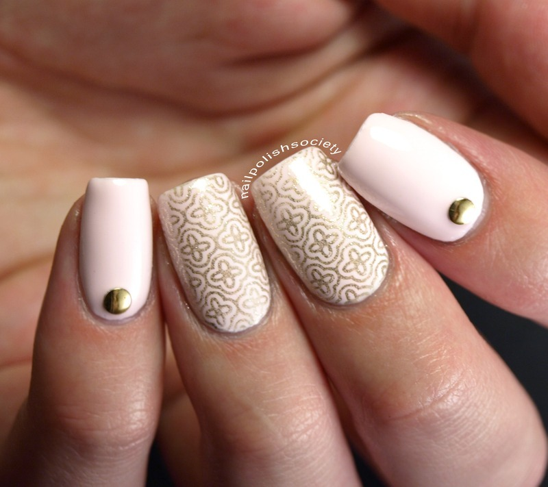 Delicate Gold Lattice nail art by Emiline Harris