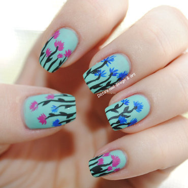 Flowers nail art by Ditta