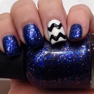 Black & White Waves nail art by Dana  Nicole