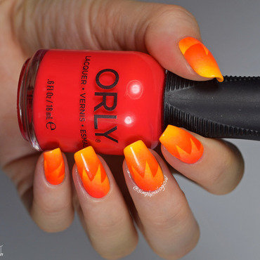 Neon orange starburst scaled gradient nail art by simplynailogical