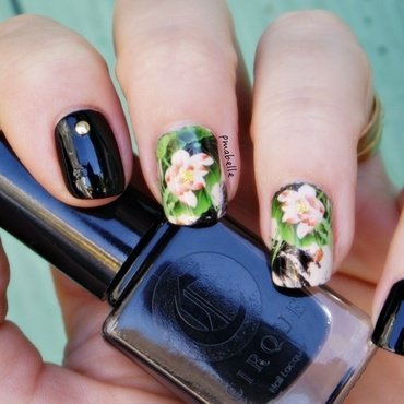 rock flowers nail art by Pmabelle