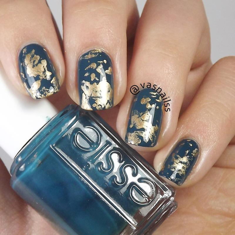 Golden Splatter nail art by  Vanesa