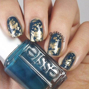 Golden Splatter nail art by  Vanesa