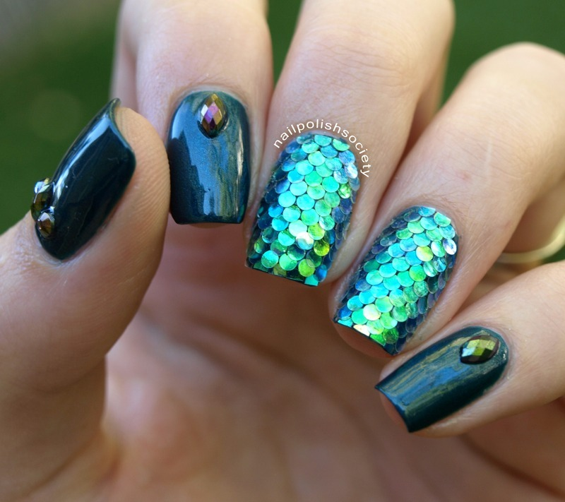 Mermaid Glitter Scales nail art by Emiline Harris - Mermaid Glitter Scales Nail Art By Emiline Harris - Nailpolis