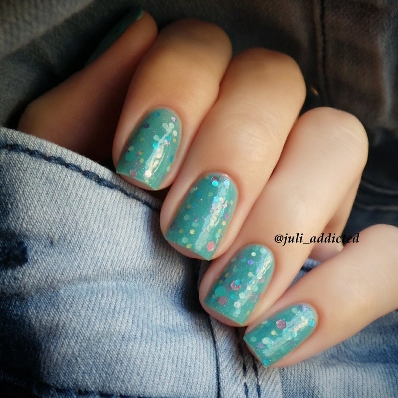 KBShimmer Laugh myself lily Swatch by Juli