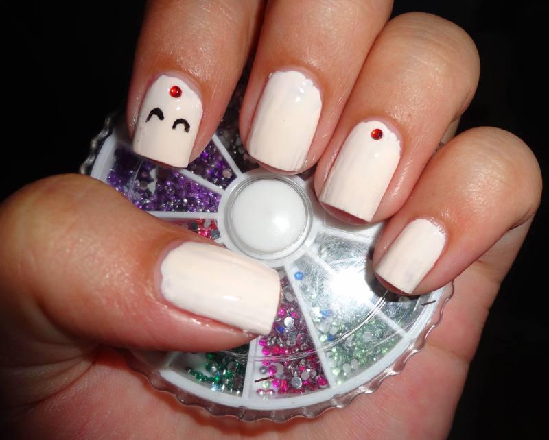 White Nail Art nail art by Leneha Junsu