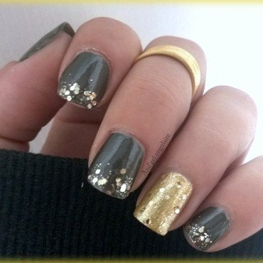 Be bold go gold nail art by And'gel ongulaire