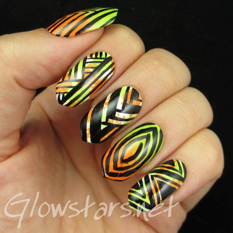 Random patterns over sponging nail art by Vic 'Glowstars' Pires