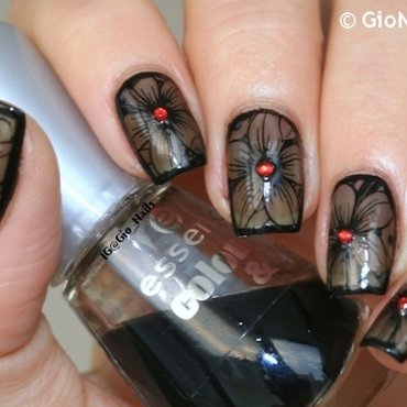 Black Flowers nail art by Giovanna - GioNails