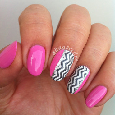 Zigzag nails nail art by haaveedee (Hanne)