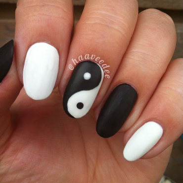 Matte yin yang nail art by haaveedee (Hanne)