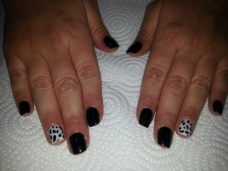 Black & white nail art by Irina