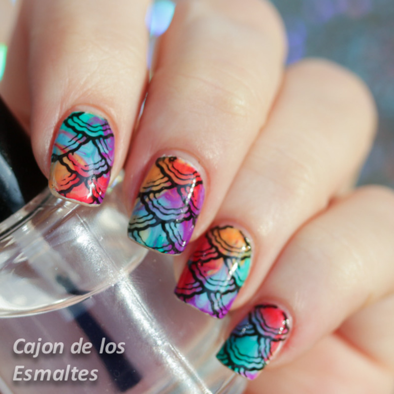 Stamping over dry or drag marble with jelly polishes nail art by Cajon de los esmaltes