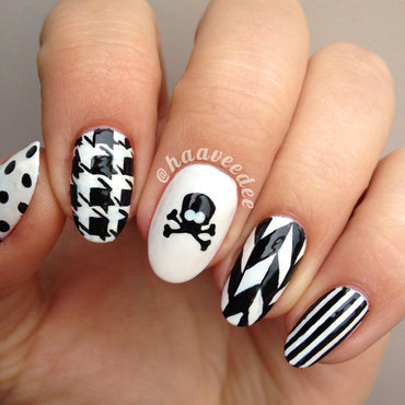 Edgy Skull Nails nail art by haaveedee (Hanne)