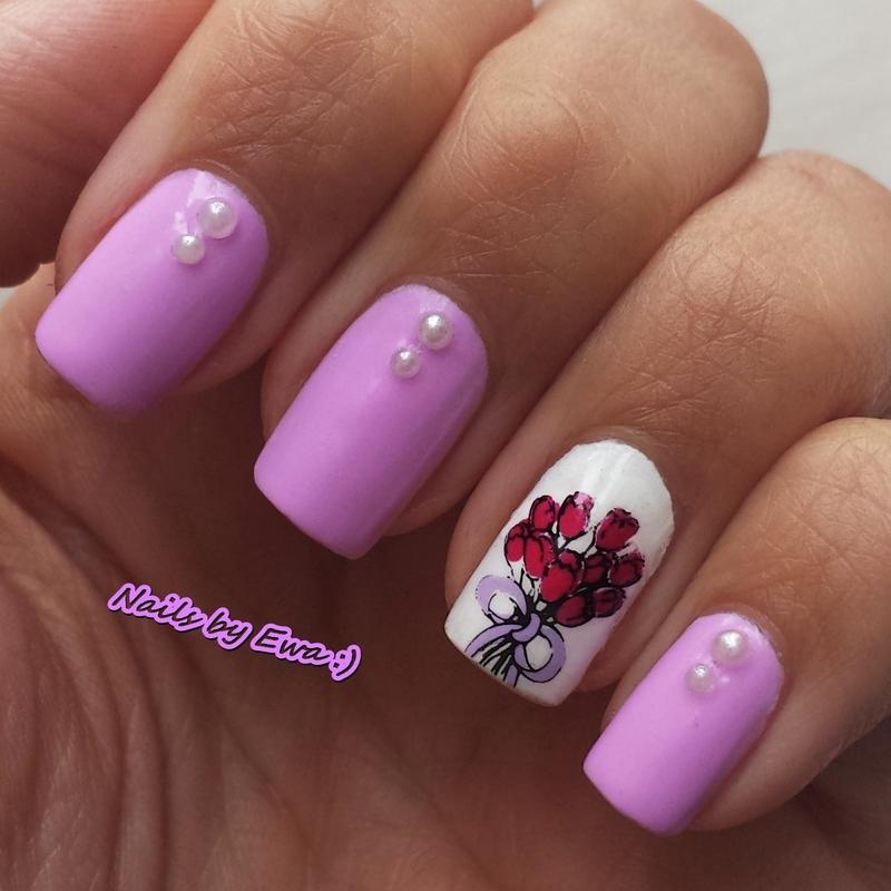 Tulips nail art by Ewa