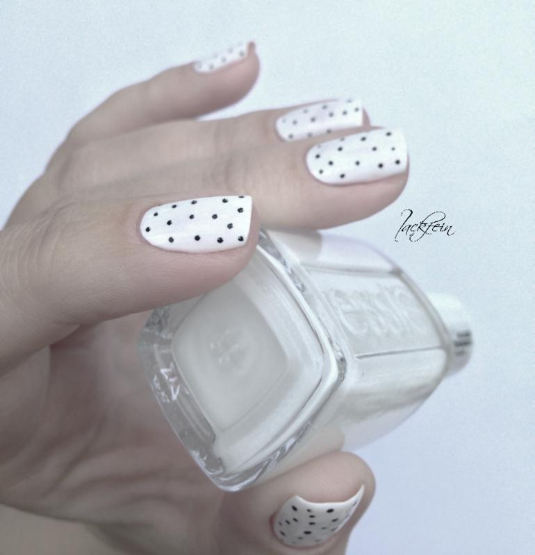 Black/White nail art by lackfein