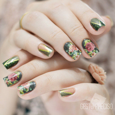 Olive Green Vintage Floral nail art by Gi Milanetto
