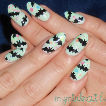 Bats on Thermal nail art by MyMintNails