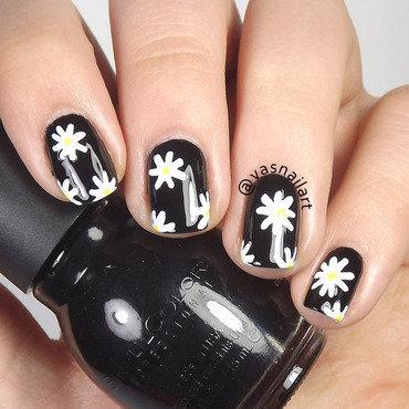 Daisies nail art by  Vanesa