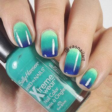 Bluish Gradient nail art by  Vanesa