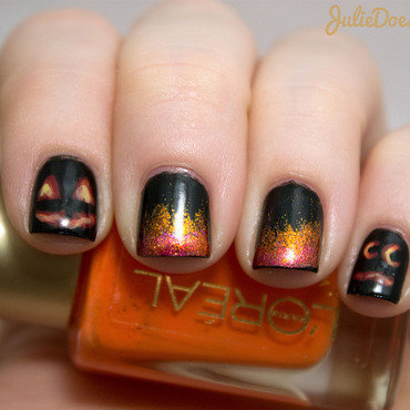 Glowing Jack-O-Lantern Nail Art nail art by Julie