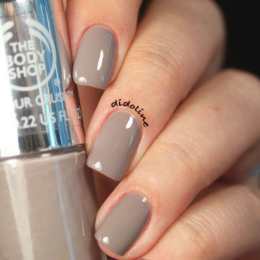 The Body Shop Gorgeous Grey Swatch by Dorra (didoline)