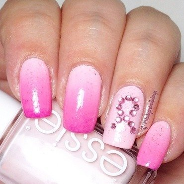 breast cancer awareness  nail art by Blackqueennailsdesign