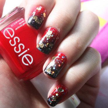 Dark Gradient and Gold Glitter nail art by Anya Qiu