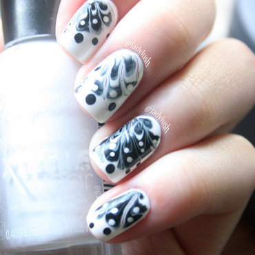 Black and White Dry Marble nail art by Anya Qiu