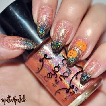 Holographic Halloween Gradient nail art by Maddy S