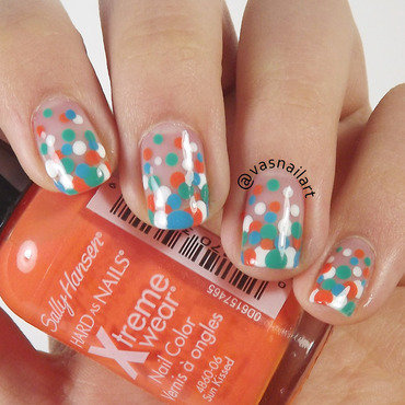 Gradient Dots nail art by  Vanesa