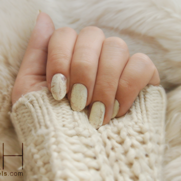 Soft Caramel nail art by Chloé