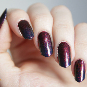 Dark Magic Gradient nail art by Robin