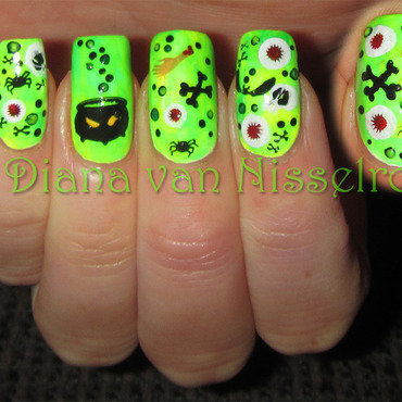 The Witch is brewing a potion nail art by Diana van Nisselroy