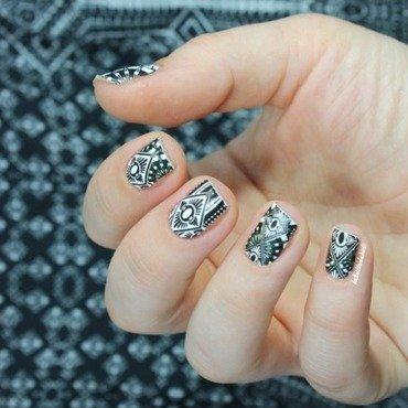 House of Holluwood #4 nail art by Bidibulle