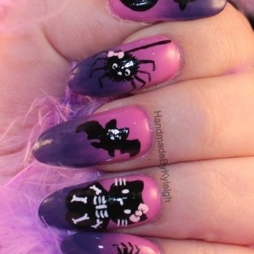Happy 'Hello' Ween nail art by  Kyleigh  'Handmade By Kyleigh'