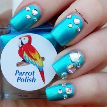 Blue Macaw nail art by Easynailartideas