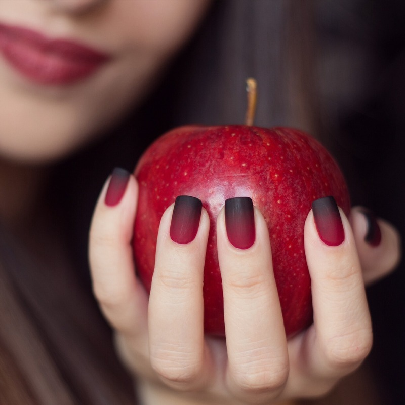 Halloween nails | Red & Black gradient nail art by ...