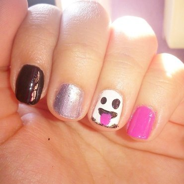 Ghost Emoji nail art by Melany Antelo