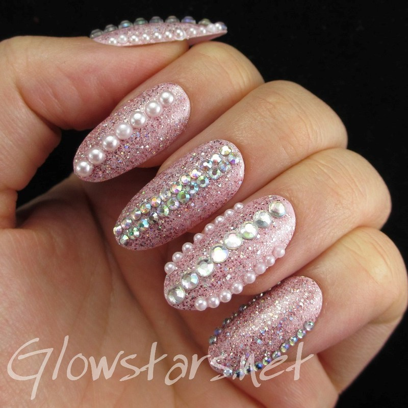 Pink glitter, rhinestones and pearls nail art by Vic 'Glowstars' Pires