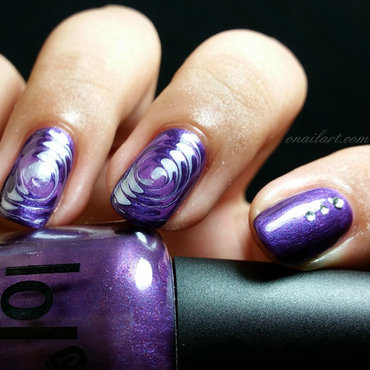 Marble Spiral Nails nail art by OnailArt
